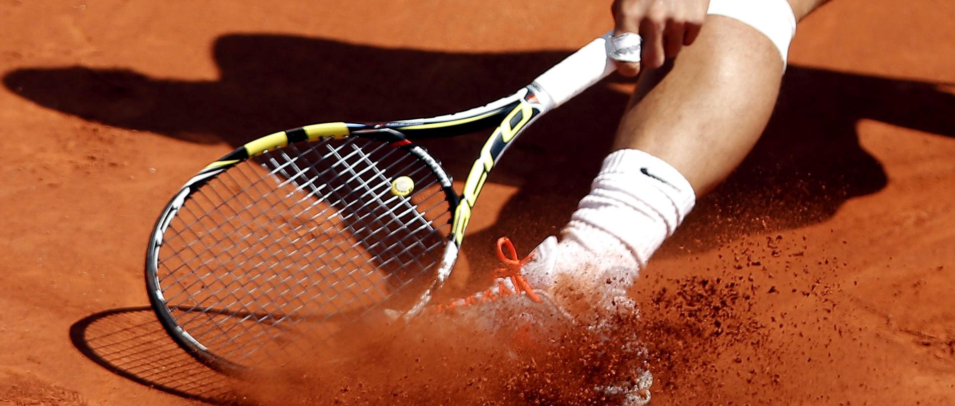 RG01 PARÍS (FRANCIA) 07/06/2013.- El tenista español Rafael Nadal en acción durante su partido de semifinales del Roland Garros disputado contra el serbio Novak Djokovic, en Paris, Francia, hoy, viernes 7 de junio de 2013. EFE/IAN LANGSDON