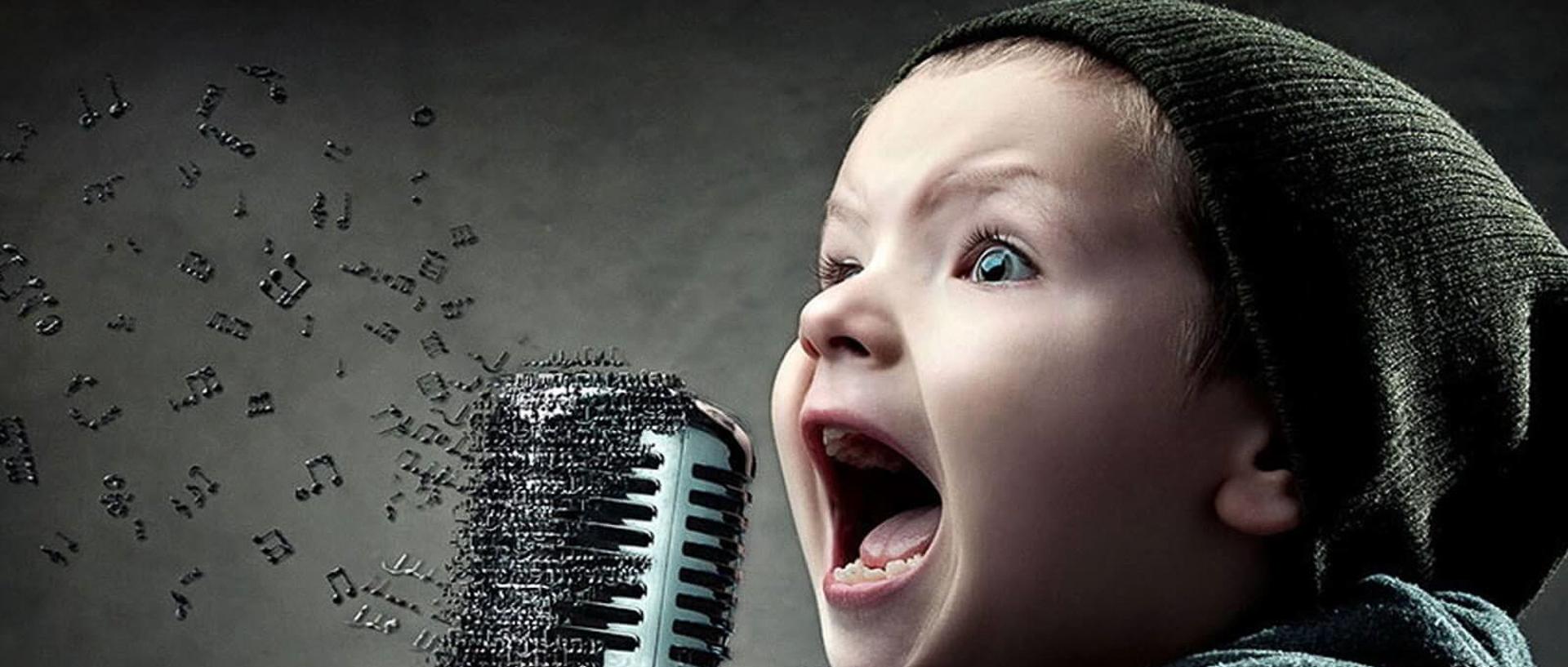 foto-de-niño-cantando