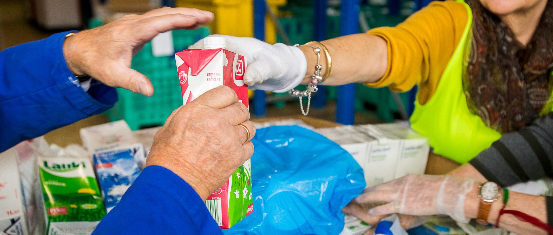 Recogida-leche-la-Caixa-Banco-Alimentos-03